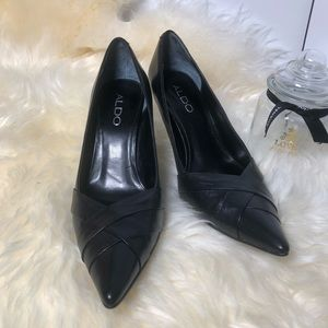 ALDO black leather pointed toe pump 6
